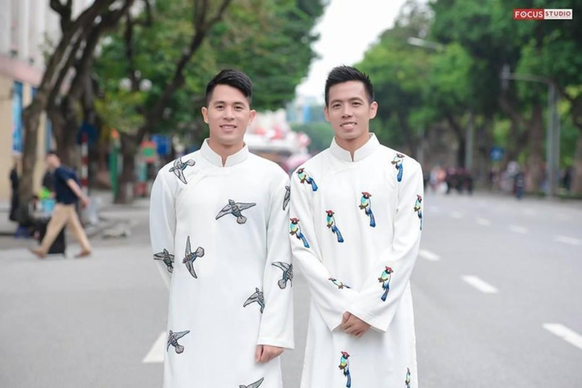 Cac cau thu Viet banh bao trong ta ao dai truyen thong-Hinh-6