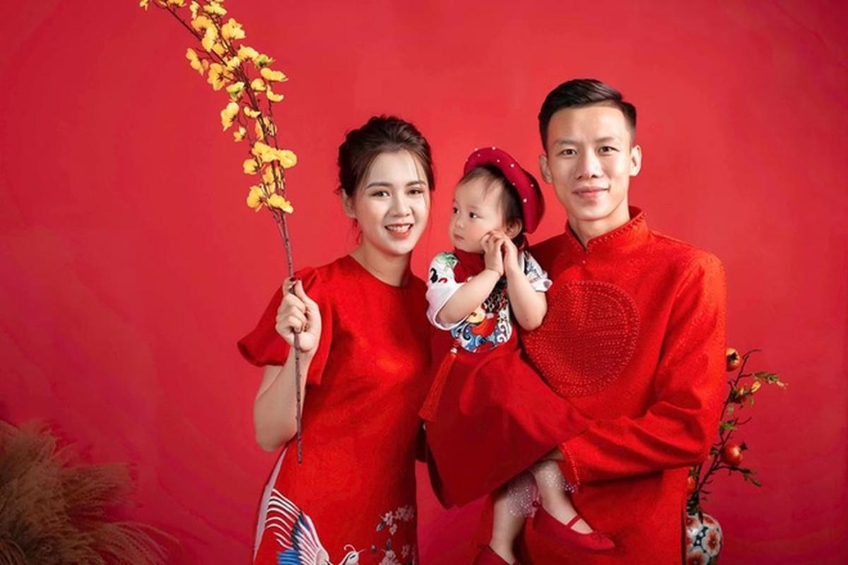 Vo chong Hai Que, 'Ngan - Ha Lan' khoe mac ao dai don Tet-Hinh-2