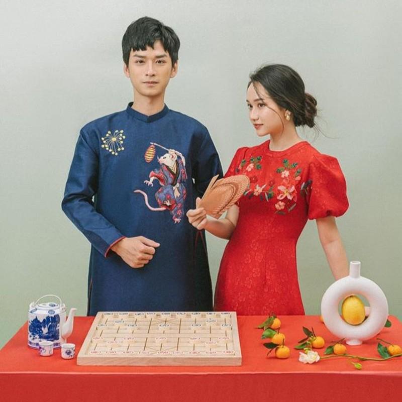 Vo chong Hai Que, 'Ngan - Ha Lan' khoe mac ao dai don Tet-Hinh-3
