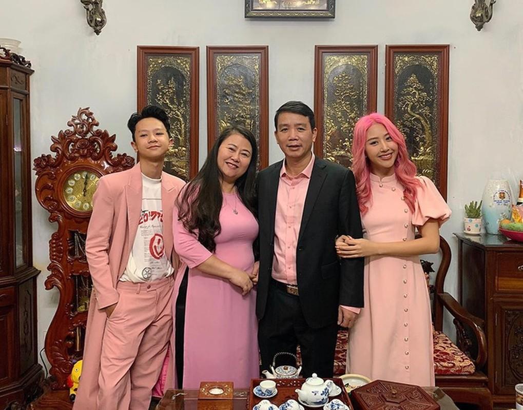 Vo chong Hai Que, 'Ngan - Ha Lan' khoe mac ao dai don Tet-Hinh-5