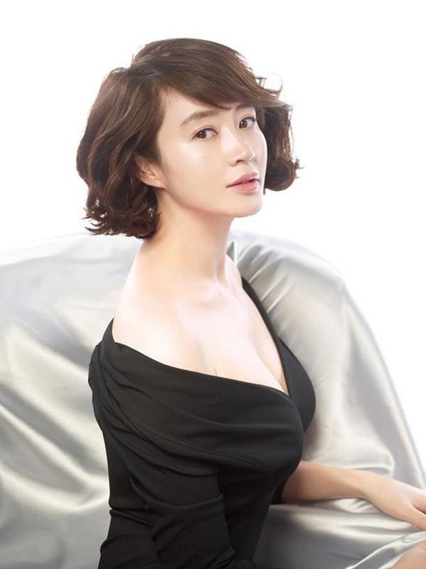 """Bi quyet giu dang nong bong kho tin cua """"nu hoang sexy xu Han"""" tuoi U50-Hinh-5"""