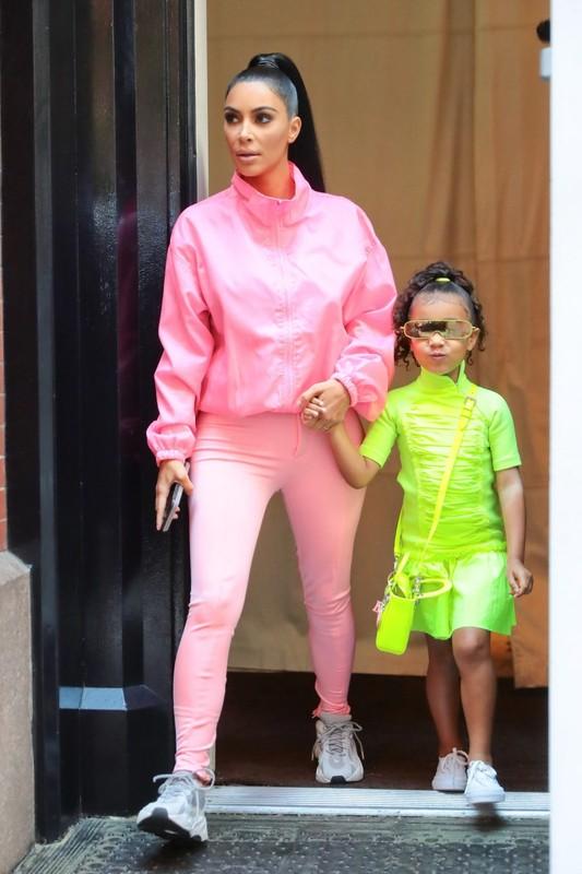 """""""Phat hon"""" cach an mac sanh dieu cua con gai lon Kim Kardashian du moi 7 tuoi-Hinh-10"""