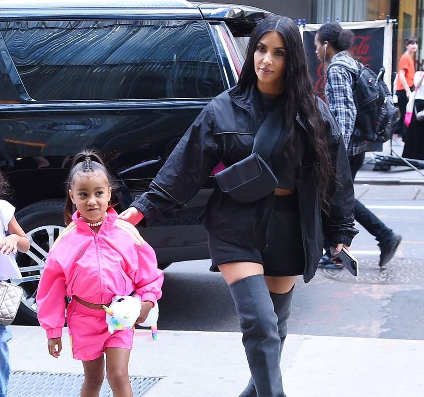 """""""Phat hon"""" cach an mac sanh dieu cua con gai lon Kim Kardashian du moi 7 tuoi-Hinh-7"""