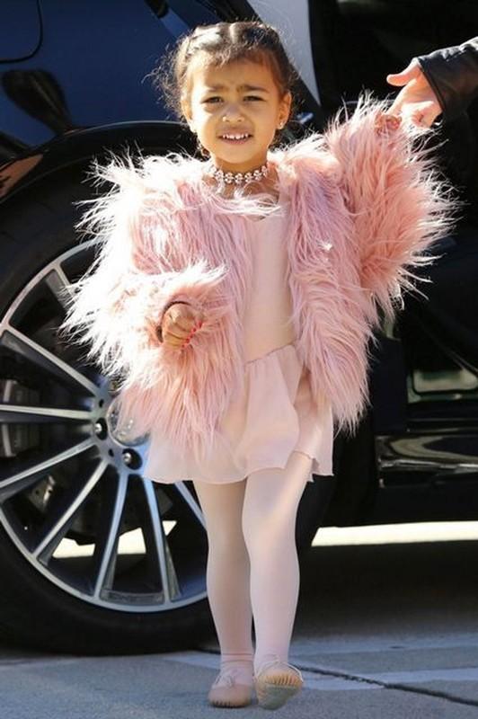 """""""Phat hon"""" cach an mac sanh dieu cua con gai lon Kim Kardashian du moi 7 tuoi-Hinh-8"""