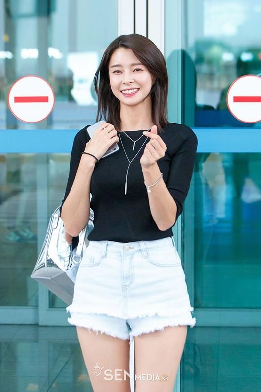 """Gu thoi trang khoe chan dai thon tha cua nguoi dep phim """"Itaewon Class""""-Hinh-8"""