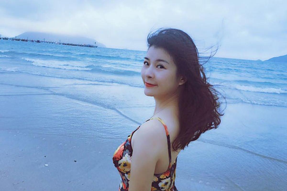 "Tieu tam U50 phim ""Dung bat em phai quen"" ngoai doi chuong thoi trang tre trung-Hinh-6"