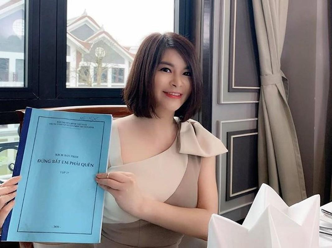 "Tieu tam U50 phim ""Dung bat em phai quen"" ngoai doi chuong thoi trang tre trung"