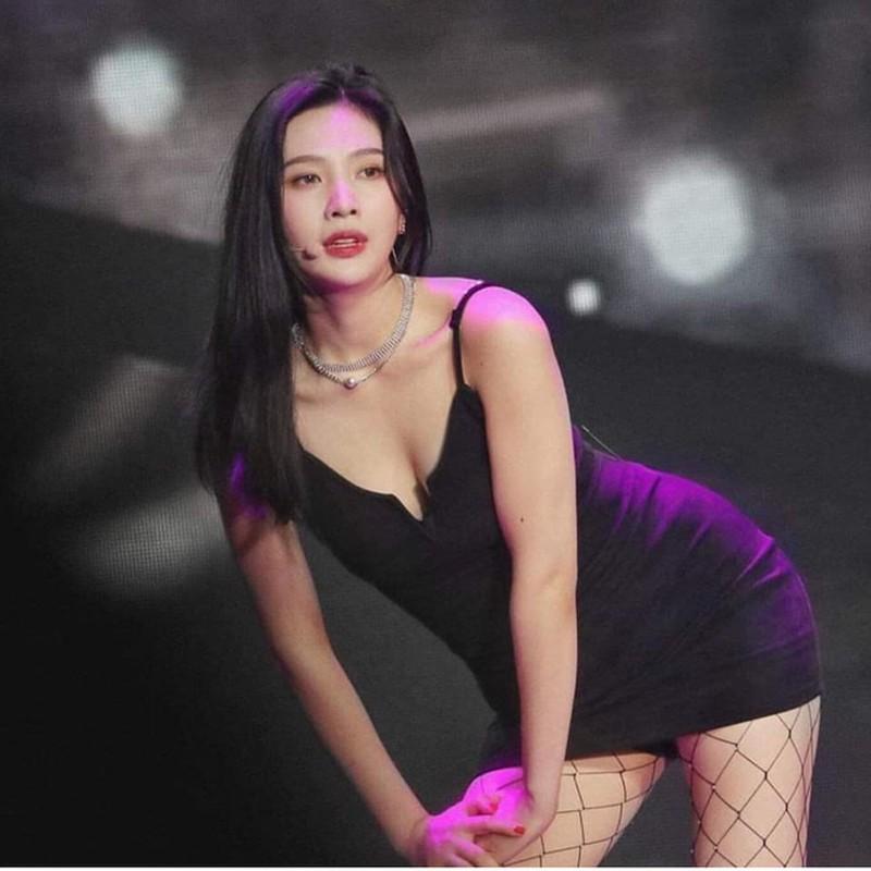 """Nong mat"" my nhan Han nhieu lan suyt lo hang vi mac vay cuc ngan-Hinh-7"