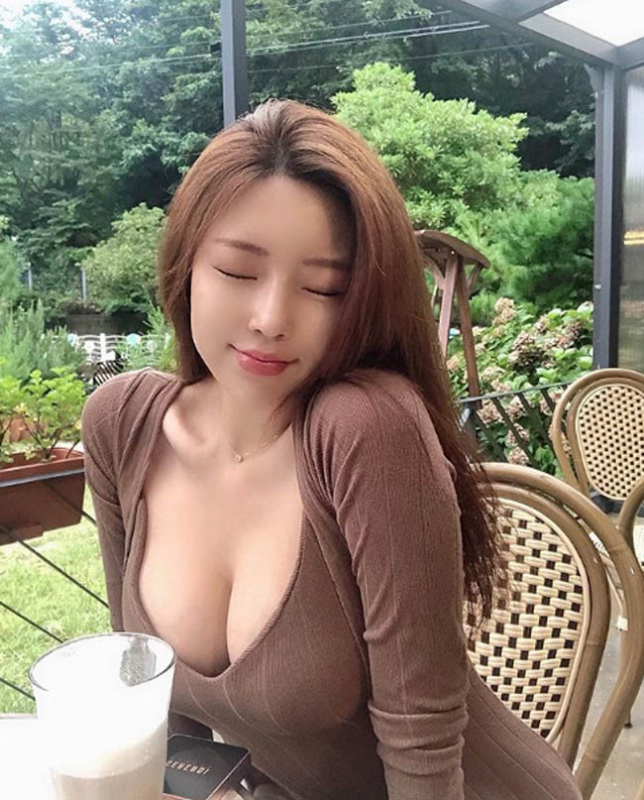 """Gu thoi trang nong bong cua my nhan duoc menh danh """"qua bom sexy"""" xu Han-Hinh-4"""