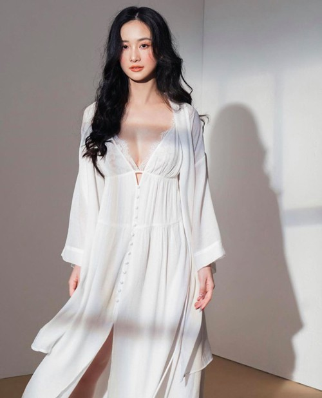 O nha tranh dich, sao Viet chuong cach an mac goi cam va sexy het nac-Hinh-3