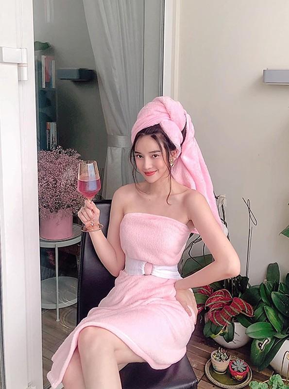 """Fan """"nhuc mat"""" khi cac my nhan Viet bien tui giay, chan ngu thanh vay cuc sexy-Hinh-11"""