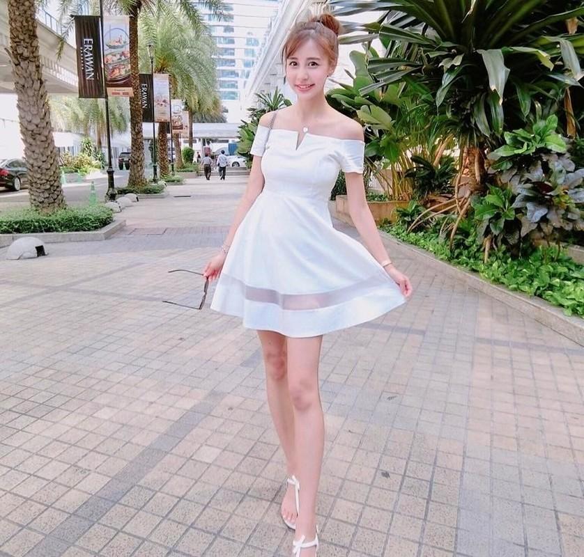 Nu tiep vien hang khong Dai Loan an mac goi cam khi roi dong phuc bay-Hinh-10