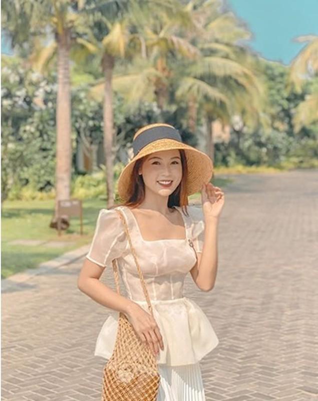 Sao Viet khoe thoi trang goi cam khi di nghi duong tranh COVID-19 dip nghi le-Hinh-3