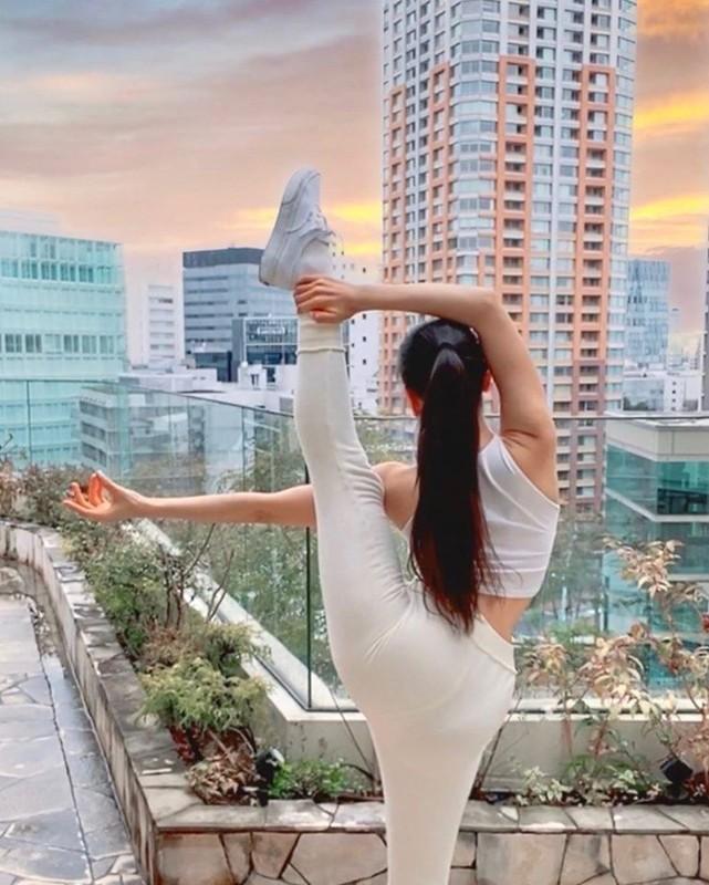 "Tu the yoga goi cam cua my nhan Han khien fan ""xit mau mui""-Hinh-14"
