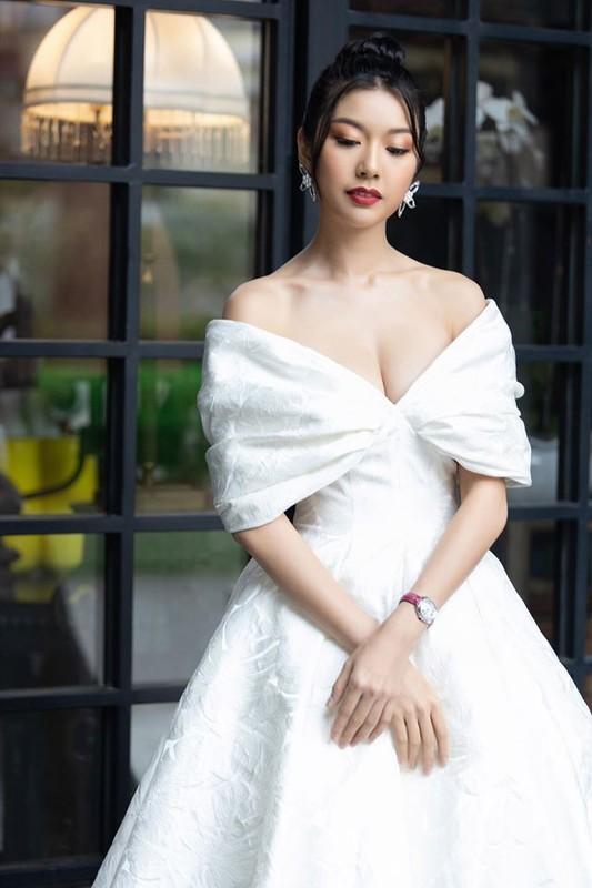 A hau Thuy Van an mac sanh dieu truoc khi lay chong hon 10 tuoi-Hinh-8