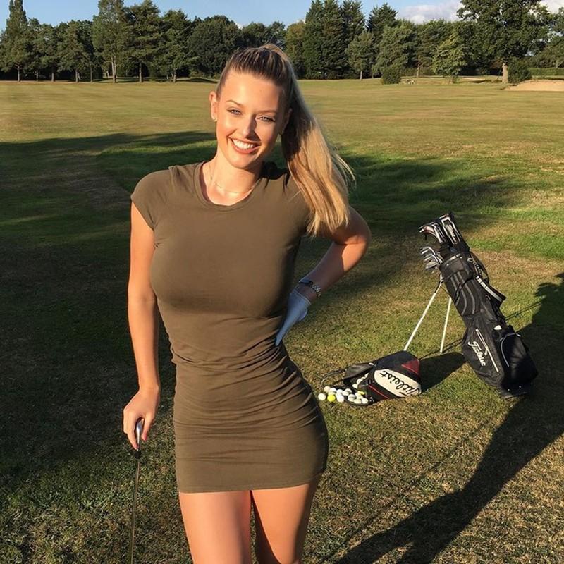 Choang voi cach an mac ho bao cua nu golf thu xinh dep nguoi Anh-Hinh-4