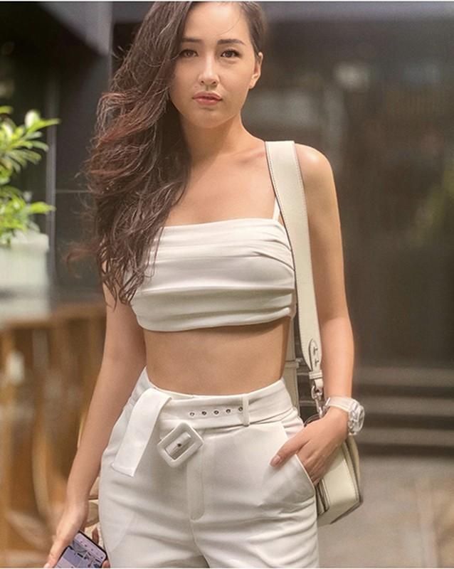 "Hoc my nhan Viet phoi do white on white dep ""chat ngat"""