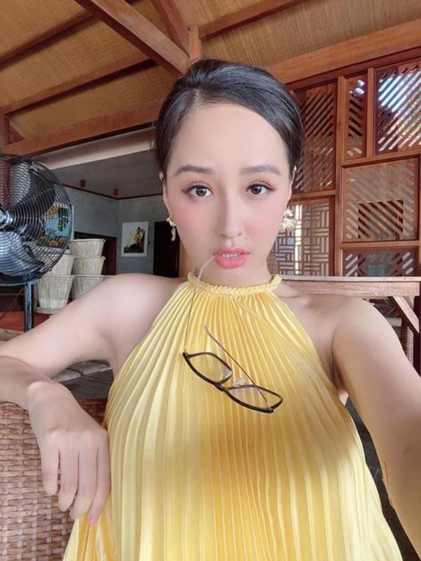 Sao Viet dua nhau khoe dang sexy voi vay xep ly du sac mau-Hinh-2