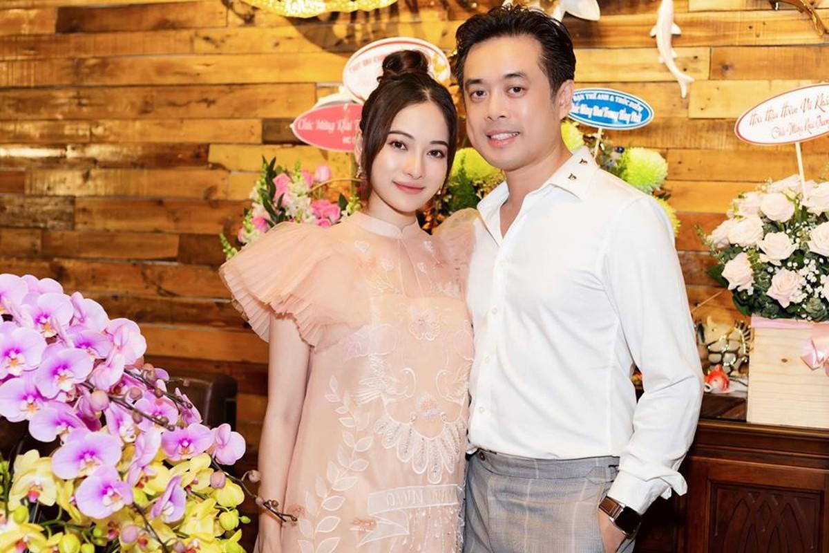 Thoi trang bau sanh dieu va rang ro cua ba xa Duong Khac Linh