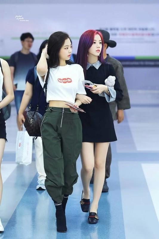 Gu thoi trang goi cam khoe vong eo 50cm cua Jennie (BlackPink)-Hinh-12