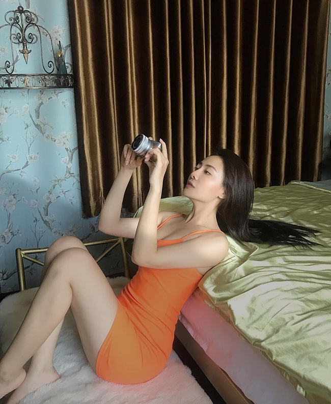 "Gu thoi trang goi cam cua my nhan 10X hot nhat phim ""Gai ngan do""-Hinh-3"