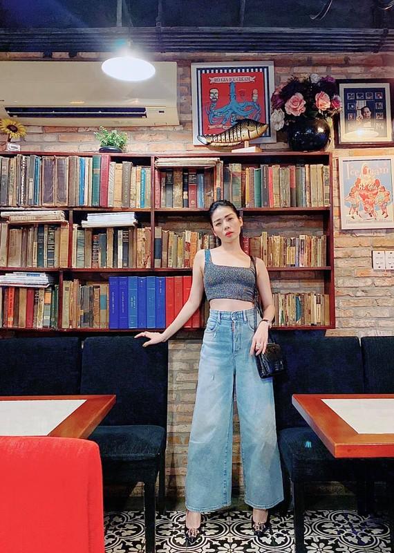Le Quyen chuong cac trang phuc om sat ton voc dang dong ho cat-Hinh-9