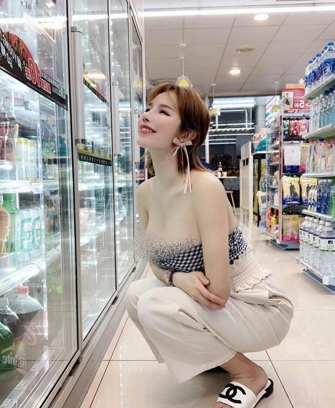 """Hot girl """"nguc khung"""" xu Dai gay soc vi mac ho bao noi cong cong-Hinh-2"""