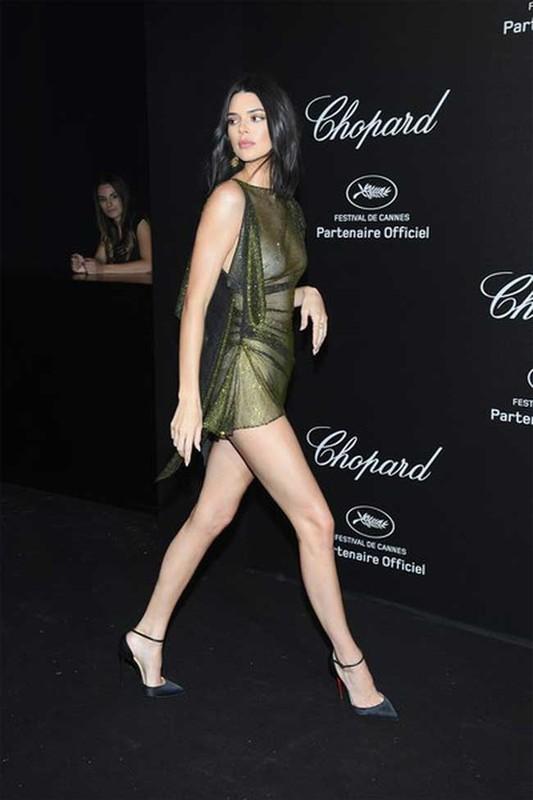 "Kendall Jenner theo duoi mot thoi trang tha rong vong 1 gay ""nhuc mat""-Hinh-12"