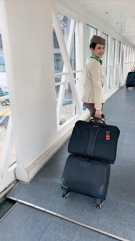 Nu tiep vien Bamboo Airways ngoai doi an mac goi cam het nac