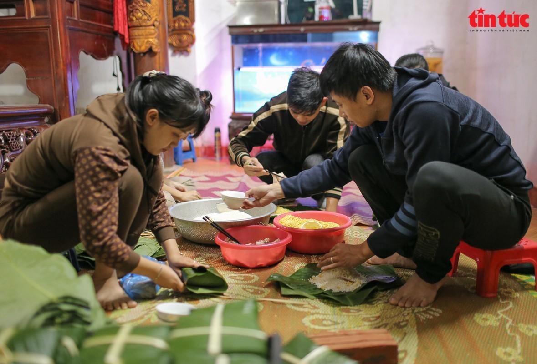 Khap noi goi banh chung ap ap tinh nguoi gui dong bao mien Trung-Hinh-2