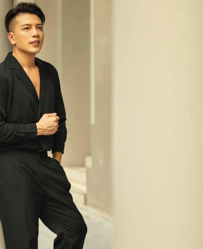 "Chang bac si 1m8 gay an tuong voi gu thoi trang ""chat lu""-Hinh-10"