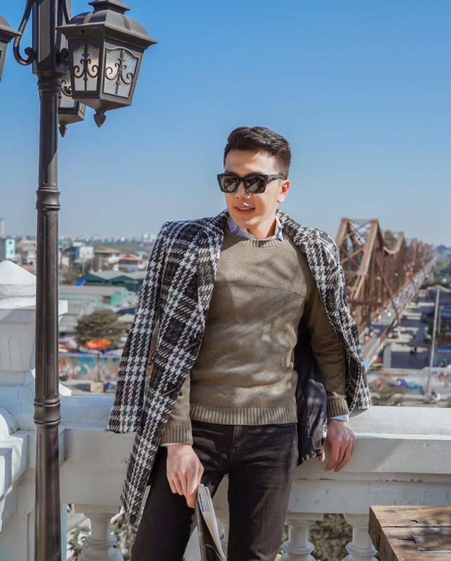 "Chang bac si 1m8 gay an tuong voi gu thoi trang ""chat lu""-Hinh-2"