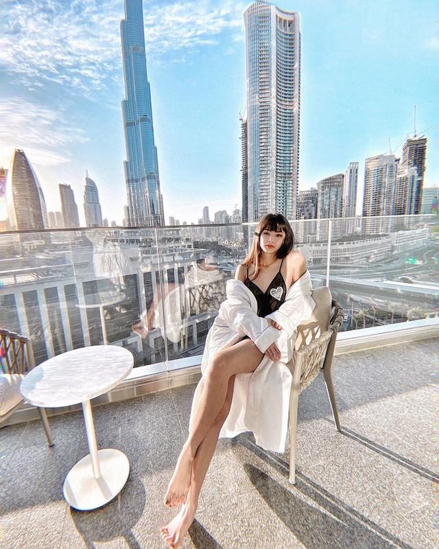 Gu thoi trang nong bong cua hotgirl Ha Noi lam tiep vien hang khong Dubai-Hinh-2