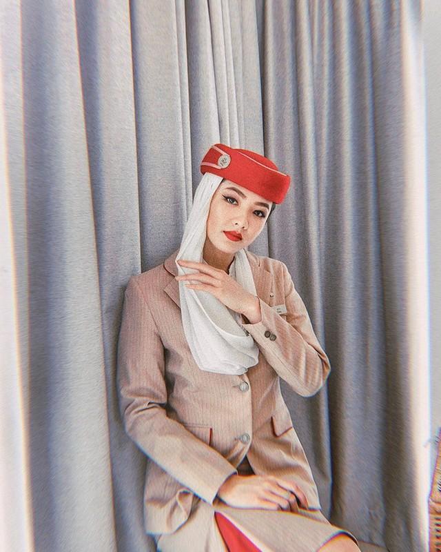 Gu thoi trang nong bong cua hotgirl Ha Noi lam tiep vien hang khong Dubai