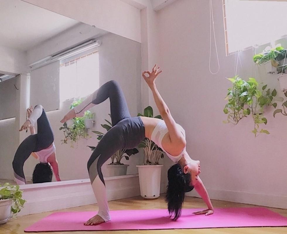 "Si Thanh ""dot mat"" nguoi nhin voi cac tu the yoga cuc sexy-Hinh-11"
