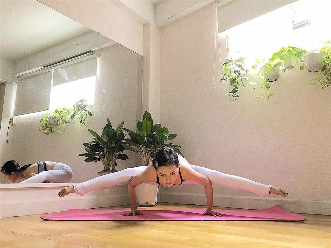 "Si Thanh ""dot mat"" nguoi nhin voi cac tu the yoga cuc sexy-Hinh-4"