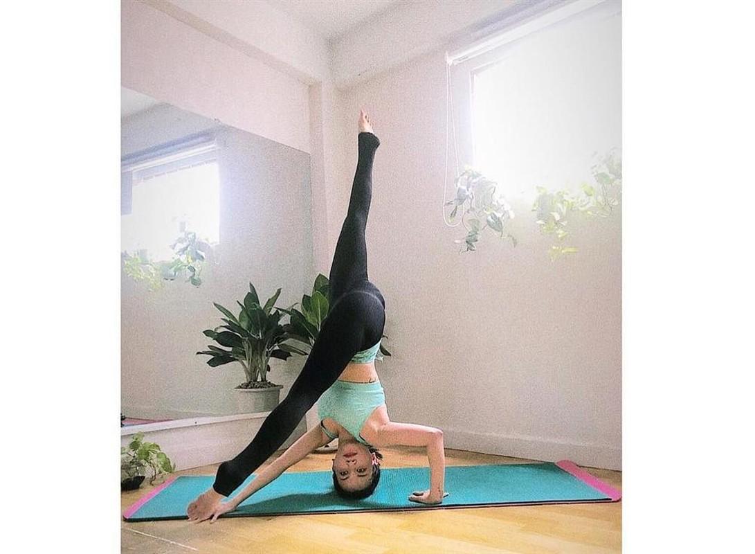 "Si Thanh ""dot mat"" nguoi nhin voi cac tu the yoga cuc sexy-Hinh-8"