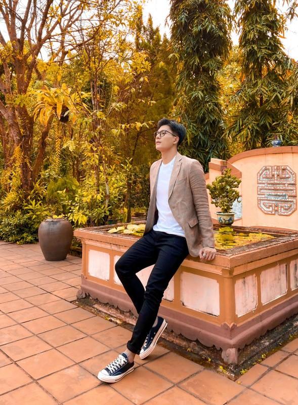 Ban trai tin don cua Le Quyen thu hut voi gu thoi trang cuc nam tinh-Hinh-11