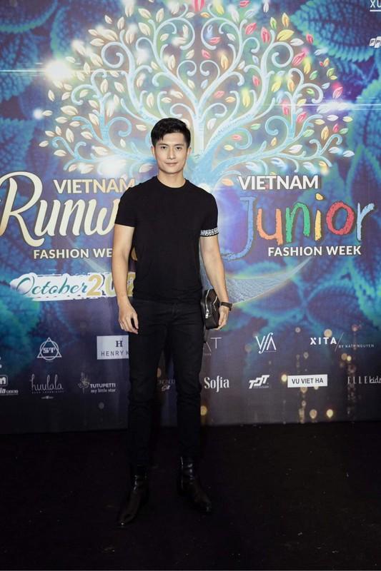 Ban trai tin don cua Le Quyen thu hut voi gu thoi trang cuc nam tinh-Hinh-3