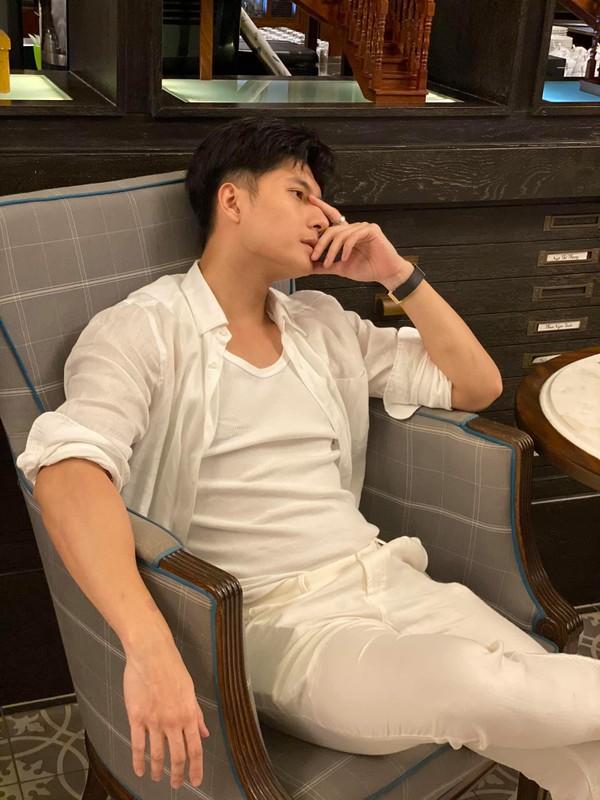 Ban trai tin don cua Le Quyen thu hut voi gu thoi trang cuc nam tinh-Hinh-4