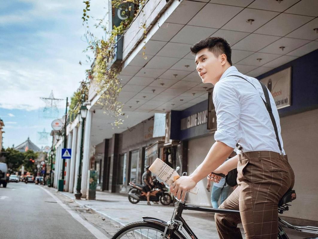 Ban trai tin don cua Le Quyen thu hut voi gu thoi trang cuc nam tinh-Hinh-7