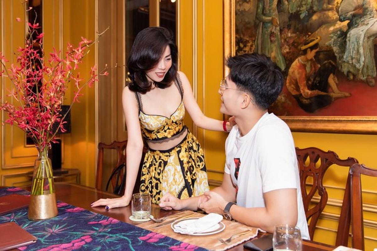 Ban trai tin don cua Le Quyen thu hut voi gu thoi trang cuc nam tinh