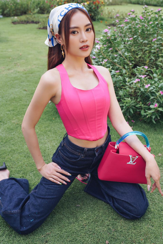 "Ninh Duong Lan Ngoc khoe vong eo ""con kien"" voi loat ao croptop sexy-Hinh-5"