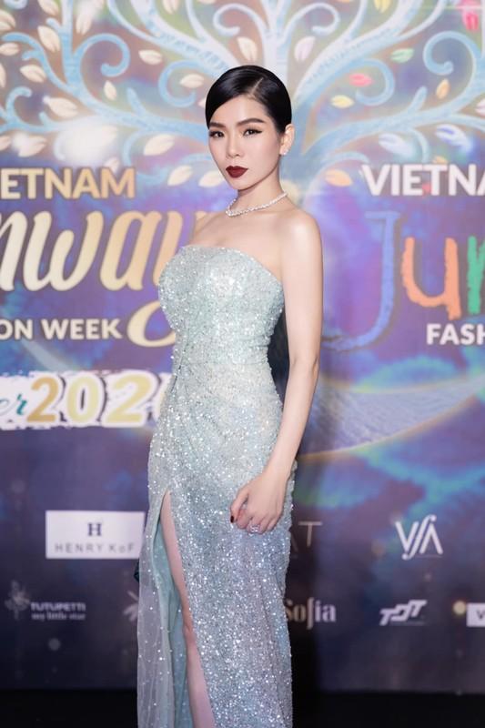 """""""Nhuc mat"""" loat vay ao ho bao cua Le Quyen hau ly hon-Hinh-12"""