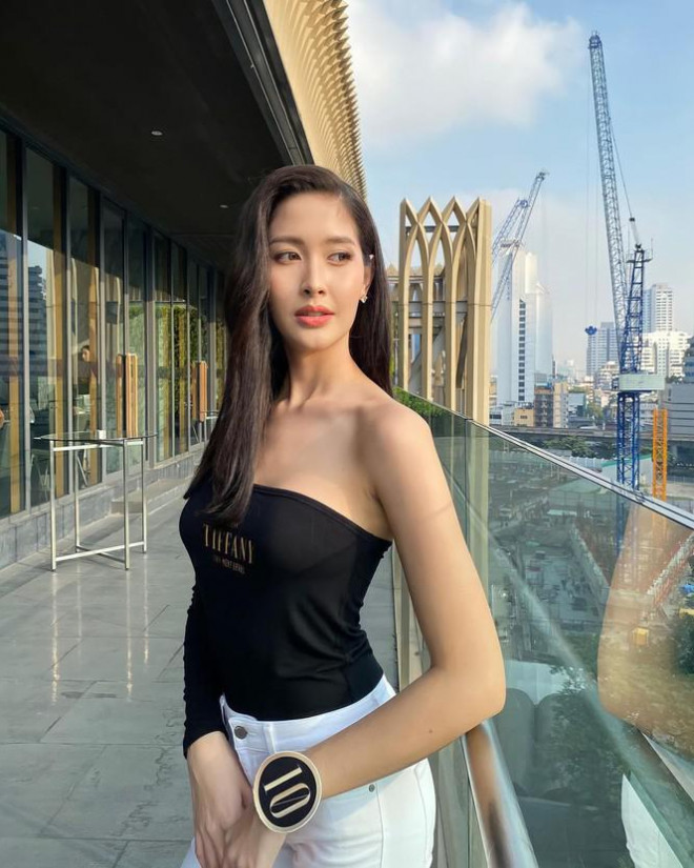 Ngam gu thoi trang goi cam cua tan Hoa hau Chuyen gioi Thai Lan-Hinh-6