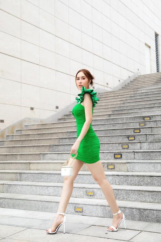 Hoa hau Phan Ngoc Han an mac cuc sexy sau do vo tinh cam-Hinh-3
