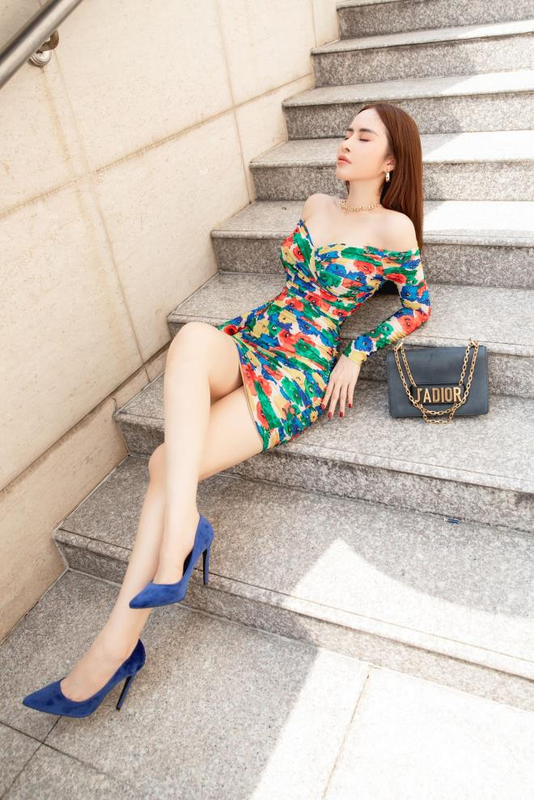 Hoa hau Phan Ngoc Han an mac cuc sexy sau do vo tinh cam-Hinh-4