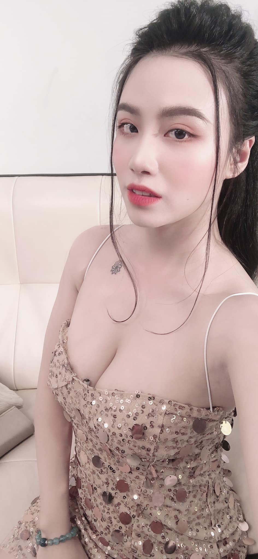 """""""Nong mat"""" phong cach thoi trang thieu vai cua hot girl Linh Miu-Hinh-4"""