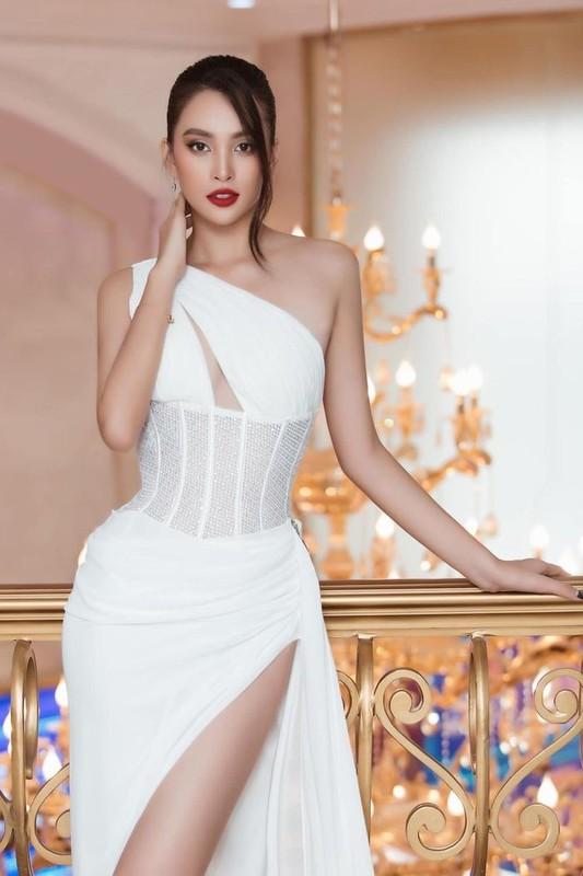Hoa hau Tieu Vy cuc sexy voi loat vay cat xe den tan hong-Hinh-2