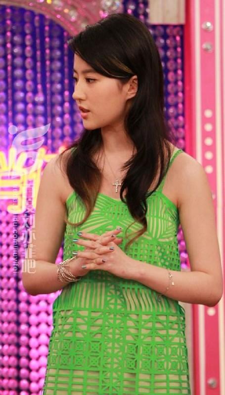 """Khong ngo Luu Diec Phi co luc mac xau te, trang phuc """"tham hoa""""-Hinh-12"""